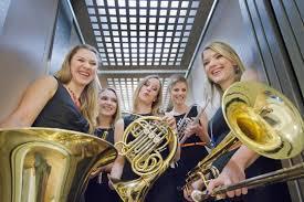"""Brassessoires: """"Dunkelblond"""" als musikal. Lebensgefühl"""