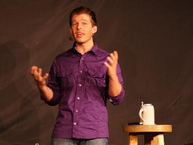 Kabarettist Martin -Wiggerl- Wichary spielt in Egg