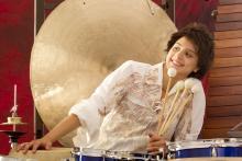 Schlagzeugerin Vivi Vassileva mit Quintett