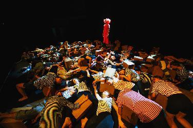 Jugend-Tanztheater über Clown Charlie Rivel
