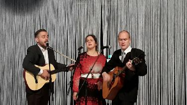 "Theaterabend über Folk-Trio ""Peter, Paul and Mary"""