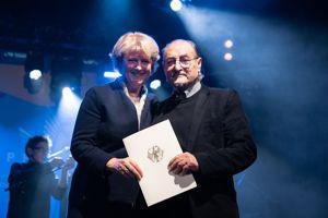 Manfred Rehm erhält Auszeichnung der Bundesregierung