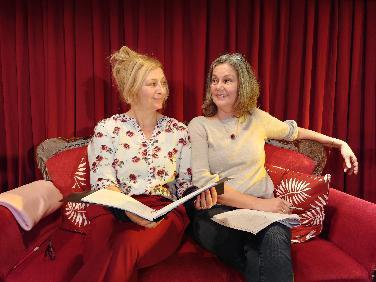 Manuela Brugger und M. Gilgenreiner lesen Theatertext