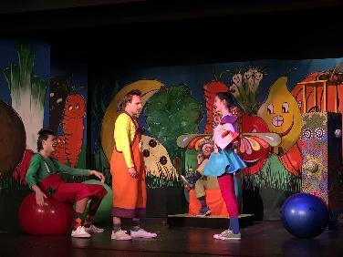 Theaterspielkreis PAF: Kiki Kichererbse wird Königin